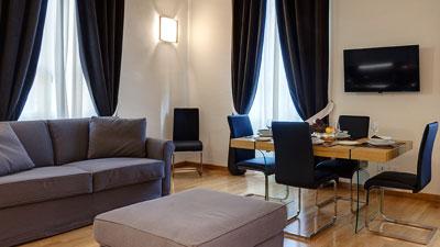 Palazzo storico con appartamenti in affito per vacanze a for Appartamenti design firenze